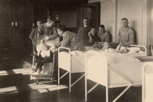 Krankenbetten mit Patienten des Diako