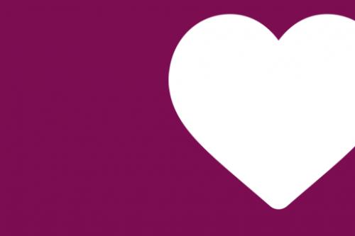 Weißes Herz auf Lila Hintergrund